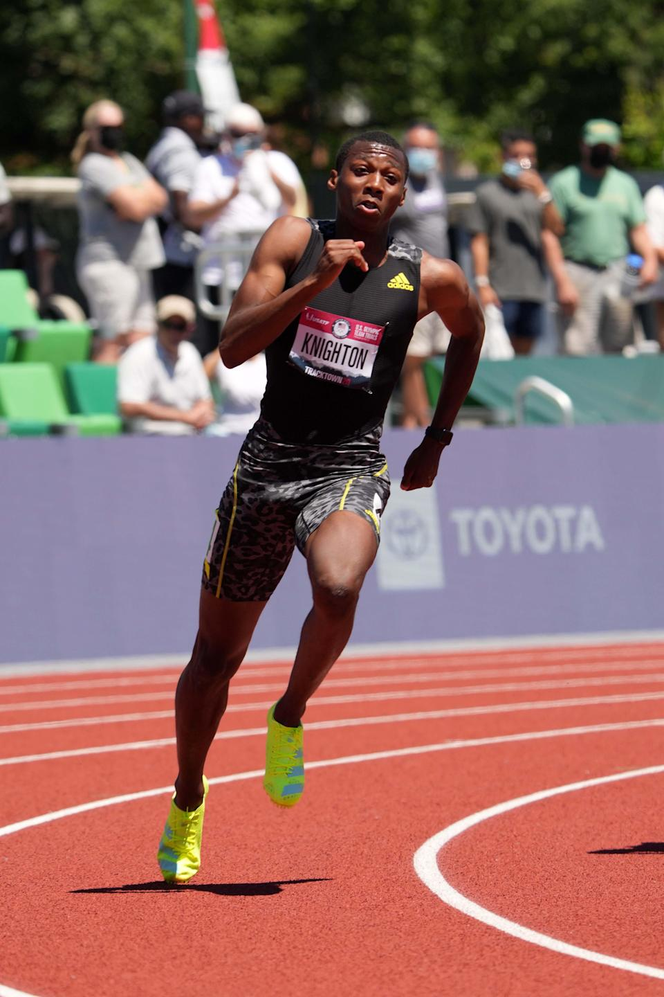 Erriyon Knighton announced himself as one of the rising stars in U.S. track and field Sunday.