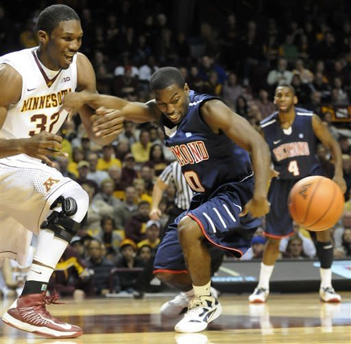 Richmond's Kendall Anthony, right, and Minnesota's Trevor Mbakwe go after a loose ball in the first half of an NCAA college basketball game in Minneapolis, Sunday, Nov. 18, 2012. (AP photo/Janet Hostetter)