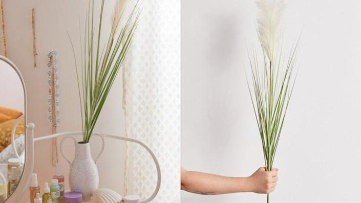 Pop this blade of grass into a cool vase for a modern piece of decor.