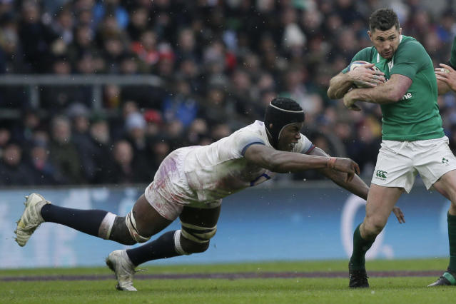 Ireland's Rob Kearney, right, avoids a tackle by England's Maro Itoje during the Six Nations rugby union match between England and Ireland at Twickenham stadium in London, Saturday, March 17, 2018. (AP Photo/Tim Ireland)