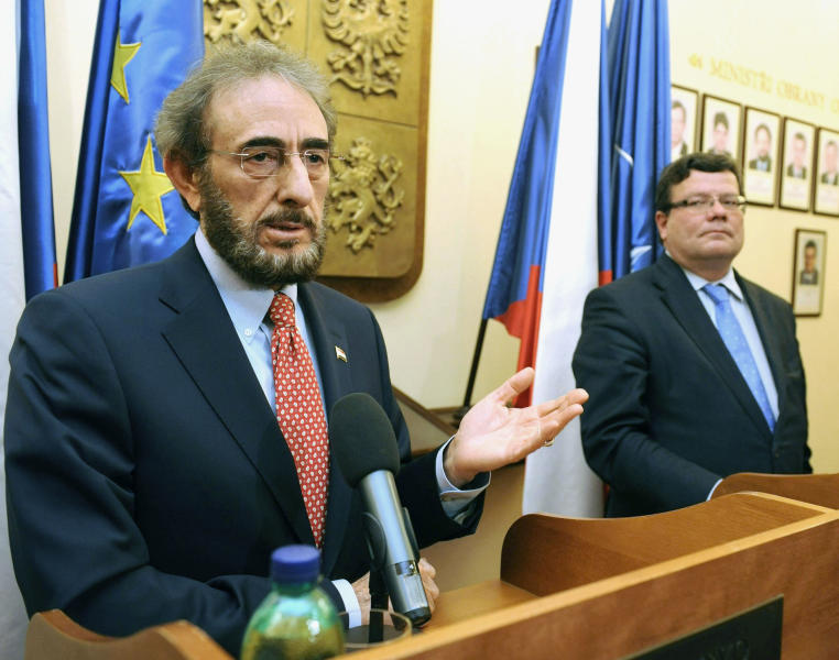 Iraqi Defence Minister Sadun al-Dulaymi, left, and his Czech counterpart Alexandr Vondra, right, attend a news conference after their talks in Prague Friday, Oct. 12, 2012. Iraq will buy 28 Czech-made L-159 fighter jets for about one billion US$, they announced. (AP Photo/CTK, Stanislav Zbynek) SLOVAKIA OUT