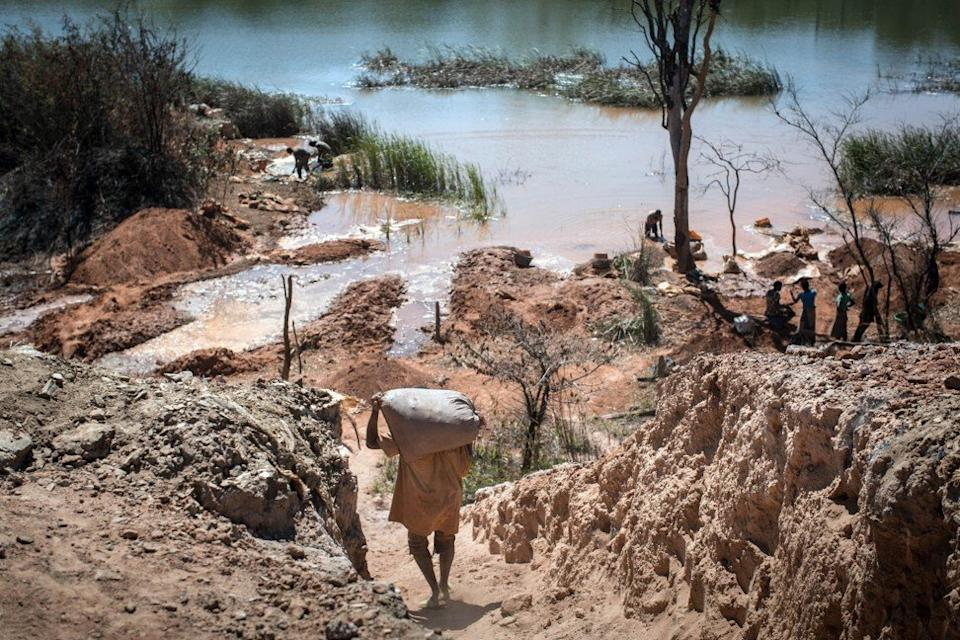 A mine between Lubumbashi and Kolwezi in the Democratic Republic of Congo in central Africa on May 31, 2015, where workers separate cobalt from sand and rock in a lake, one of 130,000 small-scale diggers trying to scratch a living from the region's rich earth. Photo: Agence France-Presse
