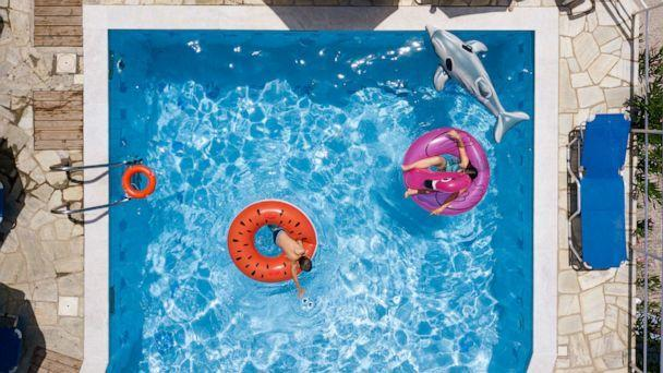 PHOTO: Children swim in a swimming pool. (STOCK PHOTO/Getty Images)