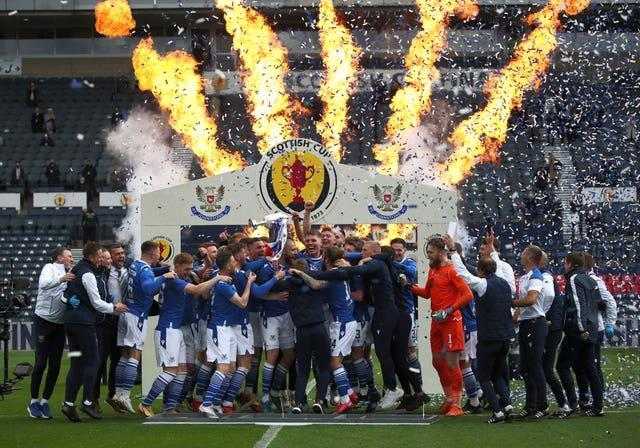 St Johnstone clinched a cup double after Shaun Rooney scored the only goal at Hampden Park to beat Hibernian 1-0 in the Scottish Cup Fina