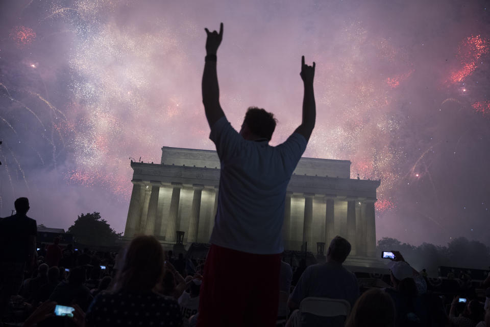 "A fireworks display follows the ""Salute to America"" ceremony in front of the Lincoln Memorial, on July 4, 2019 in Washington, DC. The presentation featured armored vehicles on display, a flyover by Air Force One, and several flyovers by other military aircraft. (Photo: Sarah Silbiger/Getty Images)"