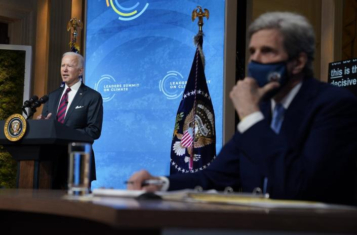 """<span class=""""caption"""">U.S. President Joe Biden, with presidential climate envoy John Kerry, opened the Leaders Summit on Climate on April 22, 2021, by announcing new U.S. targets.</span> <span class=""""attribution""""><a class=""""link rapid-noclick-resp"""" href=""""https://newsroom.ap.org/detail/BidenClimateSummit/ba2329ff0f8a41f3b58bebd93a4aefc4/photo"""" rel=""""nofollow noopener"""" target=""""_blank"""" data-ylk=""""slk:AP Photo/Evan Vucci"""">AP Photo/Evan Vucci</a></span>"""