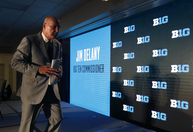 "Big Ten Commissioner Jim Delany will retire on Jan. 1, 2020, with <a class=""link rapid-noclick-resp"" href=""/nfl/teams/minnesota/"" data-ylk=""slk:Minnesota Vikings"">Minnesota Vikings</a> executive Kevin Warren succeeding him. (AP Photo/Charles Rex Arbogast)"