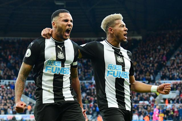 Jamaal Lascelles of Newcastle United celebrates with Joelinton. (Credit: Getty Images)