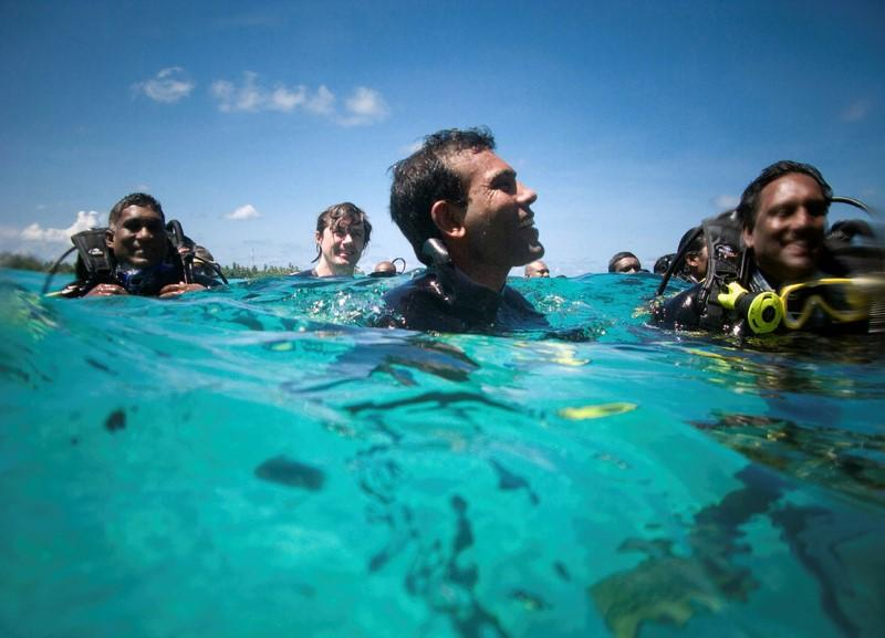 FILE PHOTO: Maldivian President Mohamed Nasheed and other cabinet members attend the first underwater cabinet meeting in the Maldives