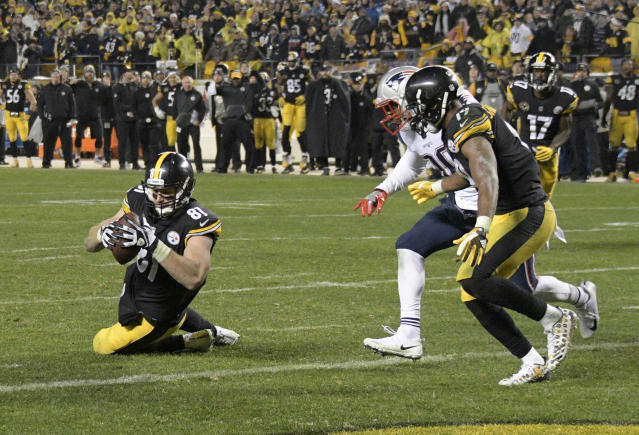 While fans far and wide continue to argue that Steelers' TE Jesse James scored a touchdown, Giants' QB Eli Manning understands why this catch was called incomplete. (AP)
