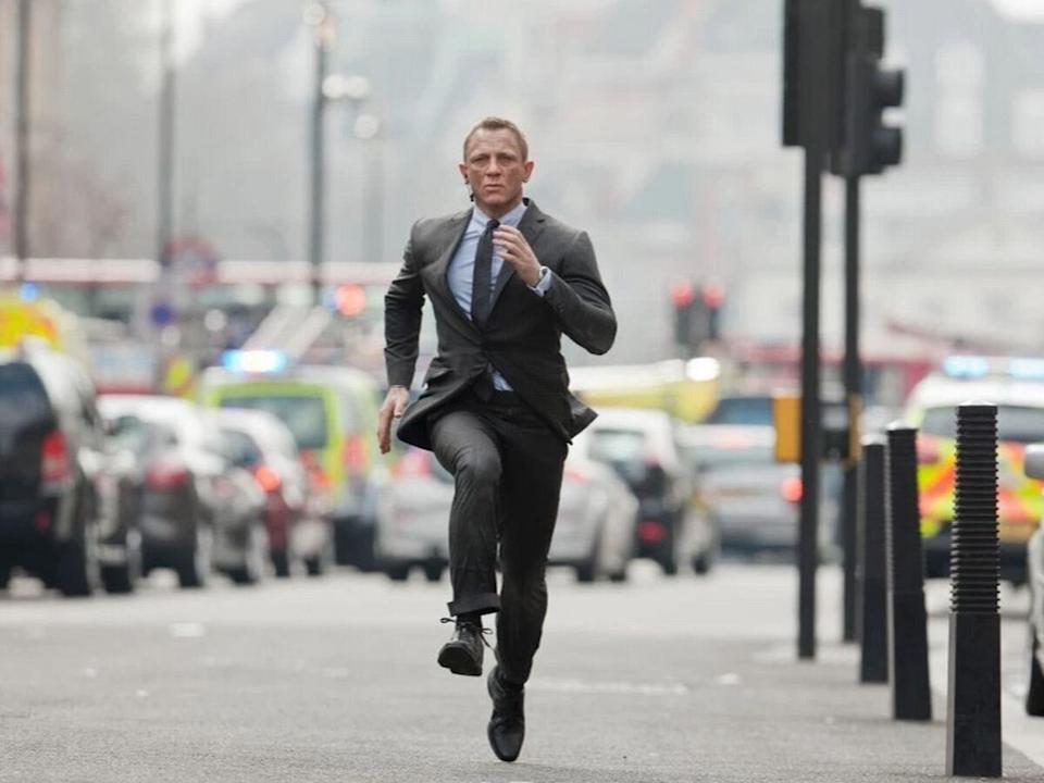 Daniel Craig suffers injury on theBond 25 set (Credit: Sony)