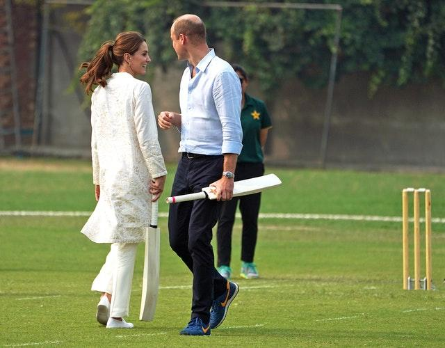 William and Kate play cricket and tour mosque in Pakistan's Lahore
