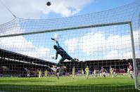Premier League - Burnley v Newcastle United