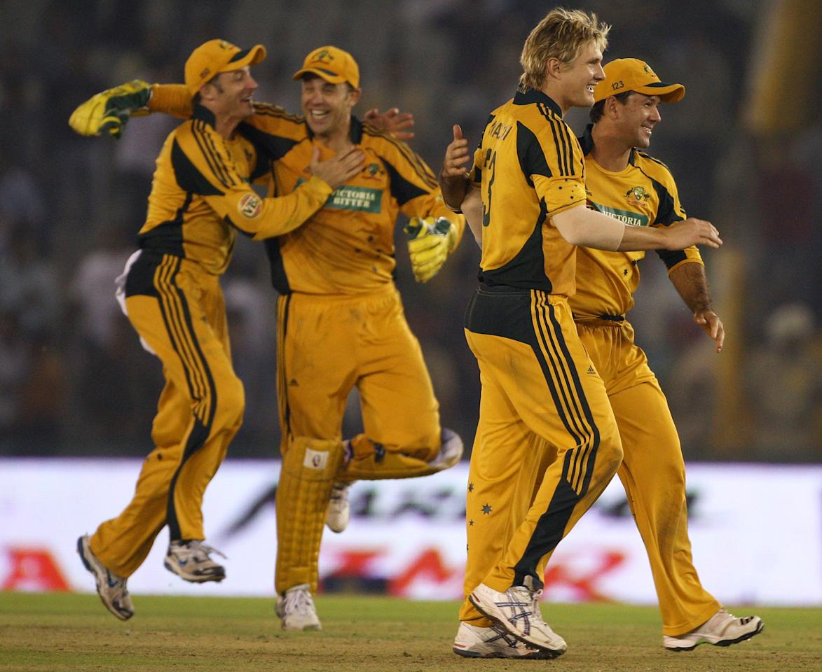 MOHALI, INDIA - NOVEMBER 02:  Graham Manou, Michael Hussey, Shane Watson and Ricky Ponting of Australia celebrate winning the fourth One Day International match between India and Australia at Punjab Cricket Association Stadium on November 2, 2009 in Mohali, India.  (Photo by Mark Kolbe/Getty Images)