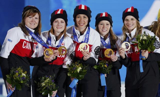 Gold medallists Canada's Jennifer Jones, Kaitlyn Lawes, Jill Officer, Dawn McEwen and Kirsten Wall (R-L) pose during the victory ceremony for the women's curling competition at the 2014 Sochi Winter Olympics February 22, 2014. REUTERS/Shamil Zhumatov (RUSSIA - Tags: OLYMPICS SPORT CURLING)