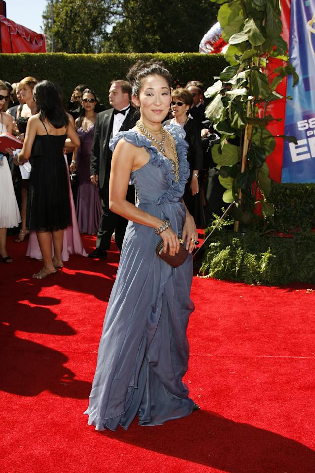 Sandra Oh wearing Vera Wang at the 58th Annual Primetime Emmy Awards at the Shrine Auditorium on August 27, 2006. Photo courtesy of Getty Images.