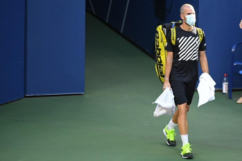 Mannarino's match with Zverev delayed by health officials