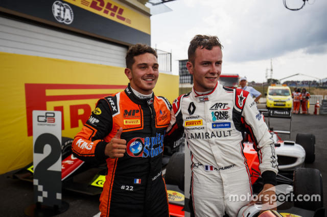 "Il vincitore della gara Dorian Boccolacci, MP Motorsport, il secondo classificato Anthoine Hubert, ART Grand Prix <span class=""copyright"">GP3 Series Media Service</span>"