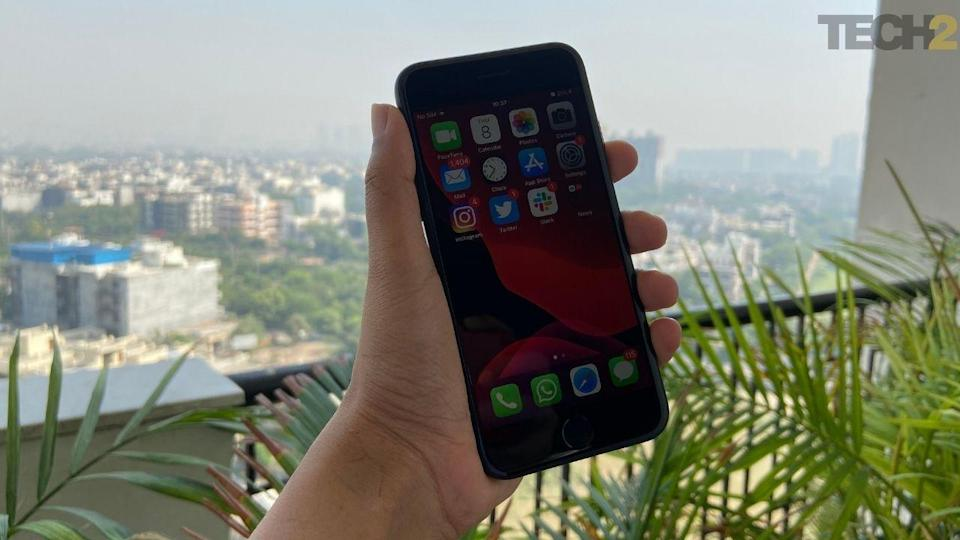 Apple iPhone SE 2020 offers a very smooth performance. Image: tech2/Nandini Yadav