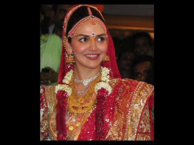 Her marriage was a traditional South Indian wedding in a temple. She wore a red lehenga made of three kanjivaram saris. Traditional gold jewellery completed her wedding look. Bharat wore a white sherwani with zardozi work. Hema Malini's close friend designer Neeta Lulla designed the beautiful outfits.