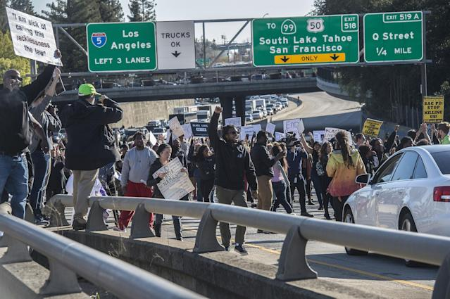 <p>Hundreds of protesters demonstrating against the fatal police shooting of Stephon Clark shut down Interstate 5 in both directions in downtown Sacramento at the height of the afternoon commute. (Photo: Renée C. Byer/Sacramento Bee via ZUMA Wire) </p>