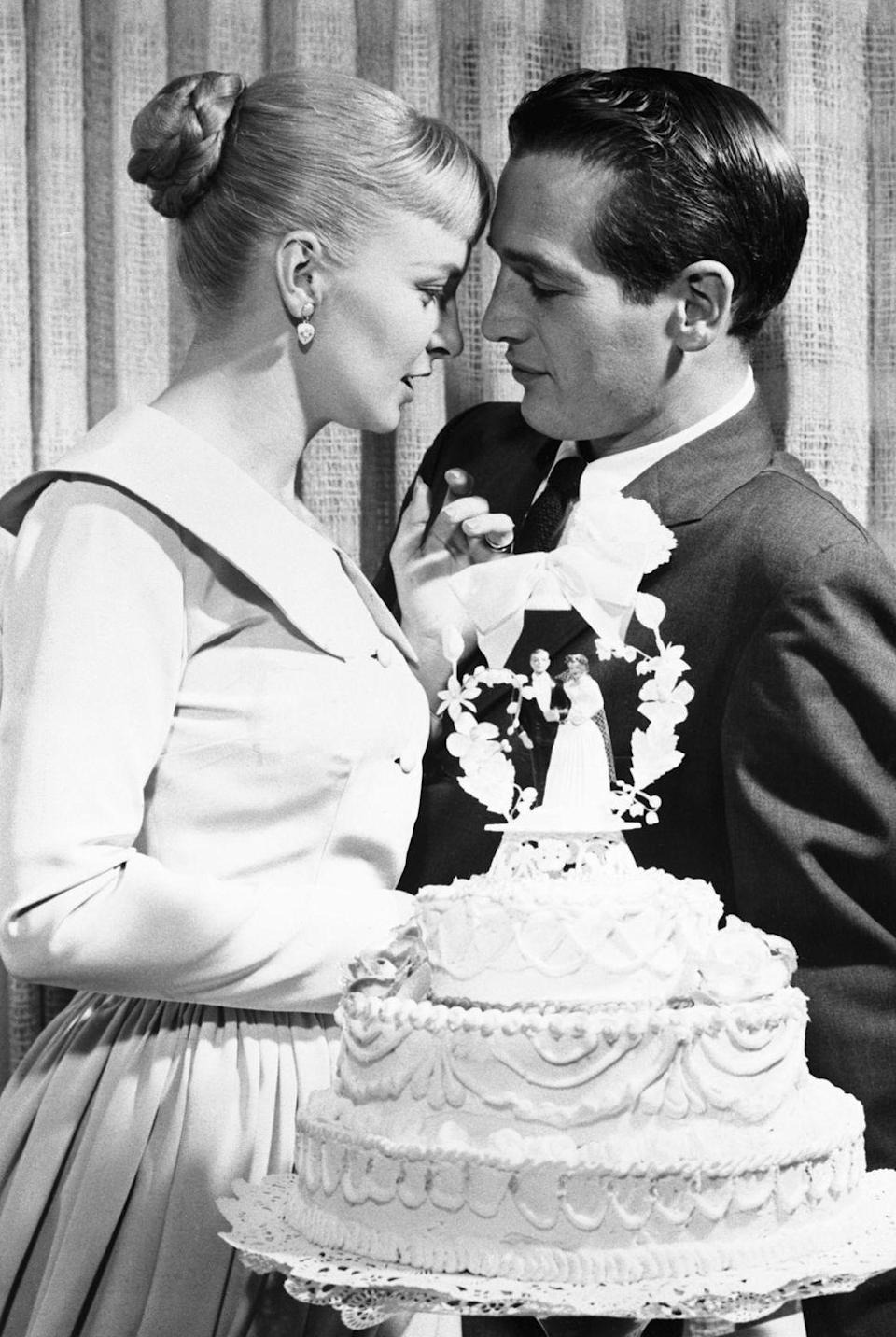 <p>It seems like nothing could break Joanne Woodward and Paul Newman's gaze on their wedding day—not even their cake! The couple was married for 50 years, until Newman's death in 2008.</p>