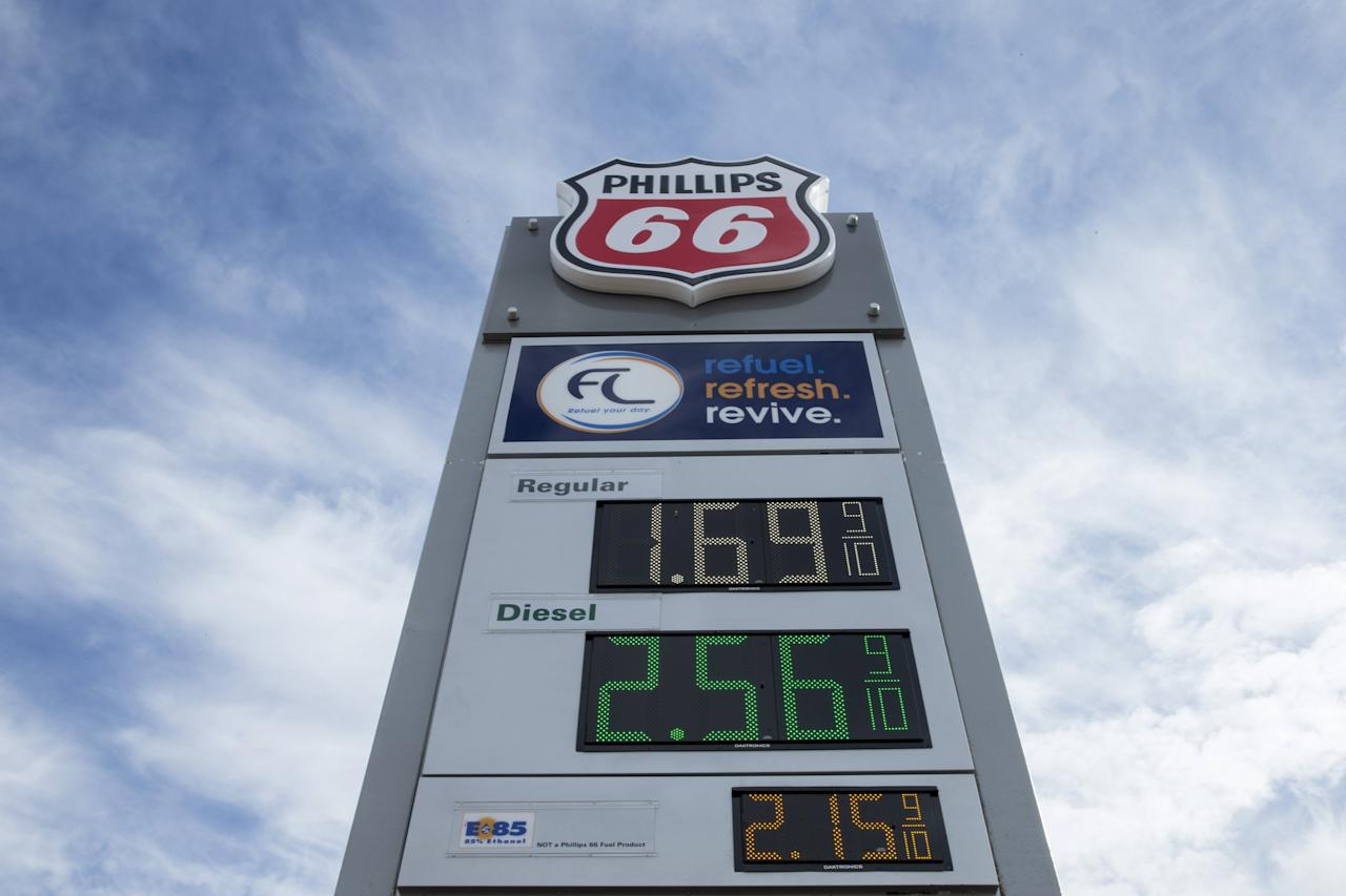 Gasoline prices are displayed at a Phillips 66 station in Moscow Mills, Missouri January 17, 2015. REUTERS/Whitney Curtis/File Photo GLOBAL BUSINESS WEEK AHEAD PACKAGE - SEARCH 'BUSINESS WEEK AHEAD APRIL 25' FOR ALL IMAGES