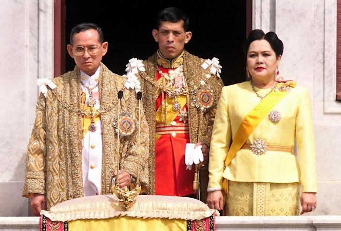 King Bhumibol Adulyadej (left) will be succeeded by Crown Prince Maha Vajiralongkorn as the Thai royal family greets well-wishers during a 1999 event in Bangkok (AFP Photo/Pornchai Kittiwongsakul)