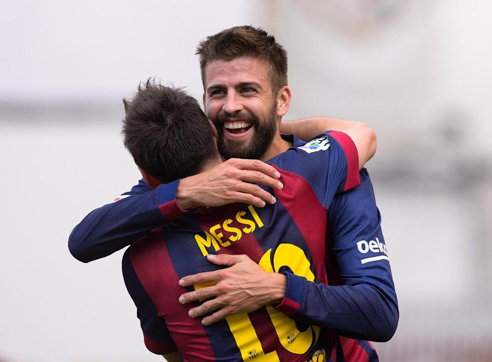 Barcelona's Lionel Messi (L) celebrates with teammate Gerard Pique after scoring a goal during their Spanish La Liga match against Rayo Vallecano, at the Vallecas stadium in Madrid, on October 4, 2014 (AFP Photo/Dani Pozo)