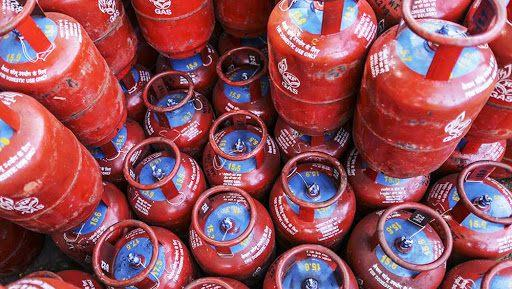 LPG Cylinder Price Cut by Rs 6.52 per Cylinder: Domestic Cooking Gas to Cost Rs 500.90 in Delhi
