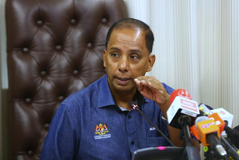 Human Resource Minister M. Kula Segaran speaks to media after he chairs National Labour Advisory Council (NLAC) meeting in Parliament December 16, 2018. — Picture by Ahmad Zamzahuri