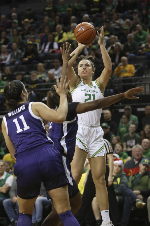 Oregon's Erin Boley, right, shots over Kansas State's Peyton Williams, left, and Cymone Goodrich during the second quarter of an NCAA college basketball game in Eugene, Ore., Saturday, Dec. 21, 2019. (AP Photo/Chris Pietsch)
