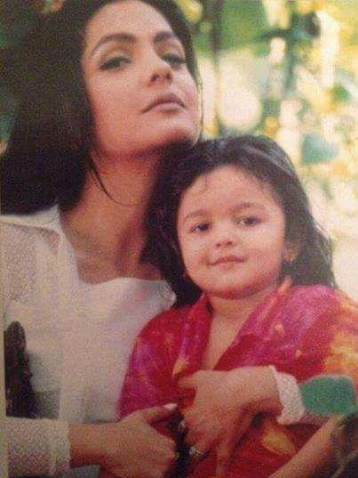 <p>Pooja is Mahesh Bhatt's daughter from his marriage to Kiran Bhatt while Alia was born year after he married Soni Razdan. The half-sisters have a gap of 21 years between them. </p>