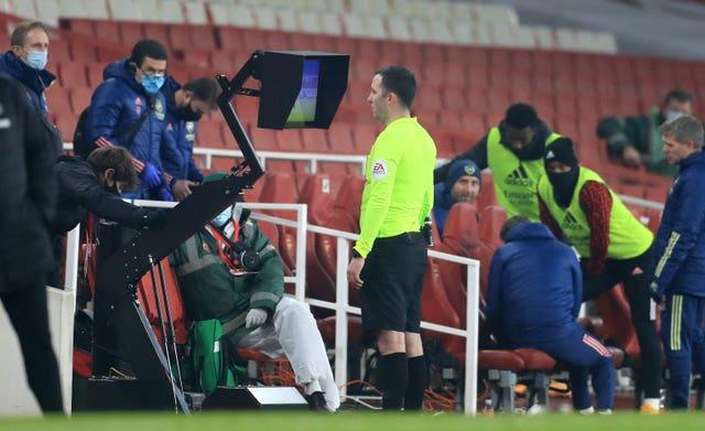 Chris Kavanagh reviews Emile Smith Rowe's dismissal on the pitchside monitor