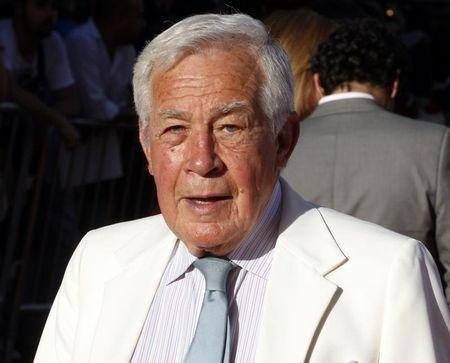 """Actor Jack Larson, who portrayed """"Jimmy Olson"""" on the Superman TV series, arrives at the opening night gala of the 2011 TCM Classic Film Festival featuring a screening of a restoration of """"An American In Paris"""" in Hollywood, California April 28, 2011. REUTERS/Fred Prouser"""