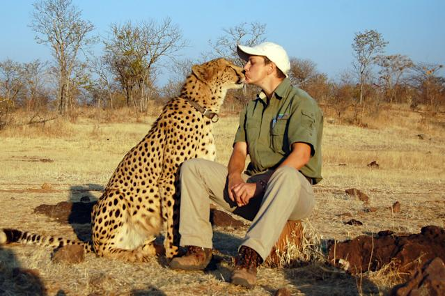 <p>Photographer Ed Oelofse and his pal, Sylvester the cheetah. (Photo: Caters News) </p>
