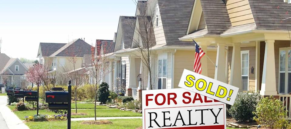 Falling mortgage rates drive up home sales and refinances