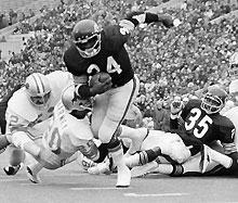 Rookie Bears RB Walter Payton scores in a win against the Lions in 1975