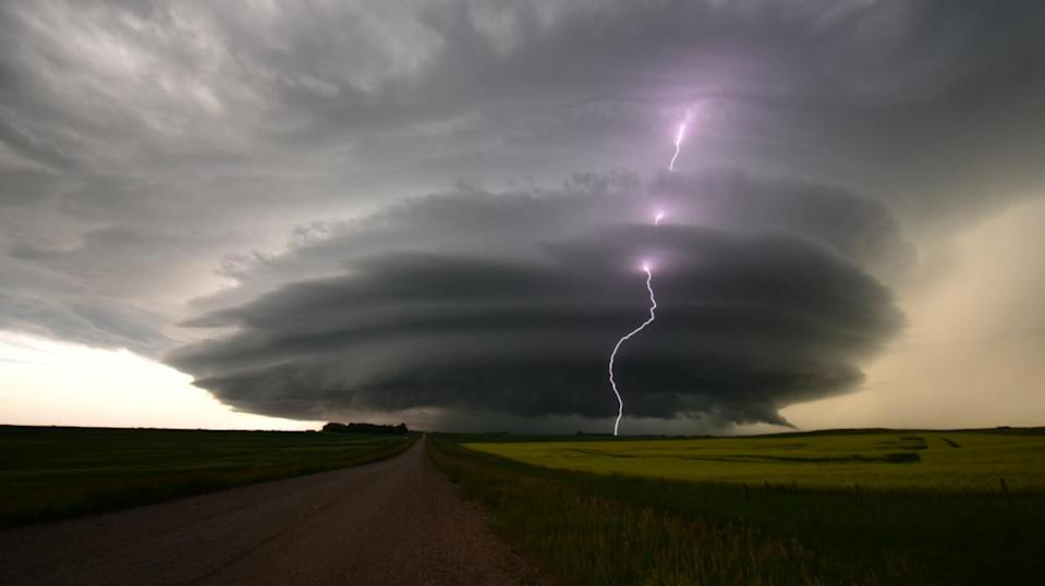 Severe storm risk persists on the Prairies, with large hail possible