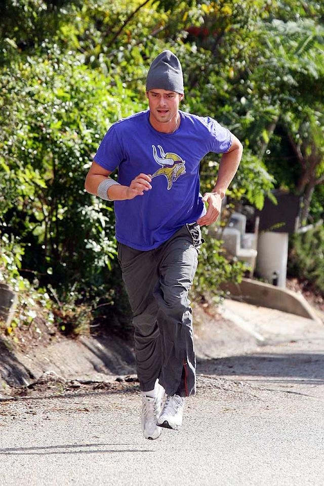 "Fergie's main squeeze, Josh Duhamel, is also incredibly athletic. In addition to running steep hills for a good cardio workout, the star of NBC's ""Las Vegas"" also enjoys skiing, golfing, and basketball. Ginsburg-Spaly/<a href=""http://www.x17online.com"" target=""new"">X17 Online</a> - December 1, 2007"