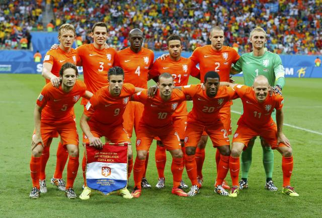 Netherlands players pose before the 2014 World Cup quarter-finals between Costa Rica and the Netherlands at the Fonte Nova arena in Salvador July 5, 2014. REUTERS/Paul Hanna (BRAZIL - Tags: SOCCER SPORT WORLD CUP)