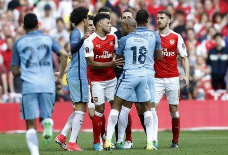 Britain Football Soccer - Arsenal v Manchester City - FA Cup Semi Final - Wembley Stadium - 23/4/17 Arsenal's Alex Oxlade-Chamberlain and Manchester City's Fabian Delph clash Action Images via Reuters / Carl Recine Livepic