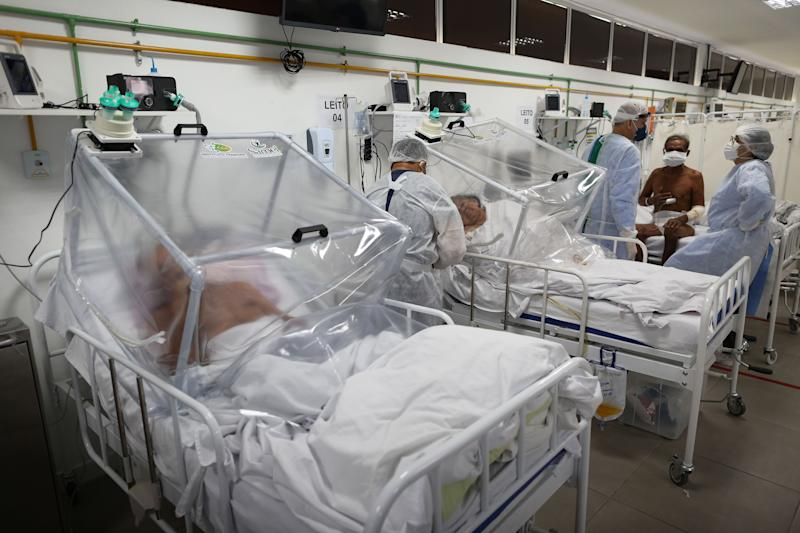 Health workers and patients remain in the Intensive Care Unit for COVID-19 of the Gilberto Novaes Hospital in Manaus, Brazil. Source: Getty Images