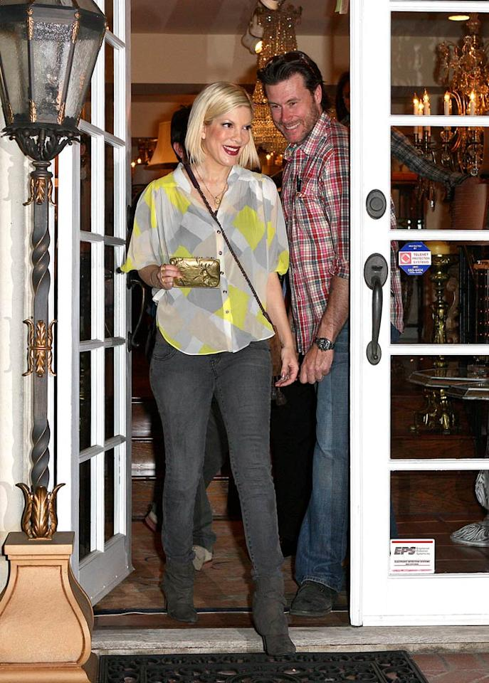 """Tori Spelling and her main squeeze Dean McDermott were spotted exiting Connoisseur Antiques in West Hollywood, California, on Wednesday. VT/<a href=""""http://www.splashnewsonline.com/"""" target=""""new"""">Splash News</a> - January 19, 2011"""