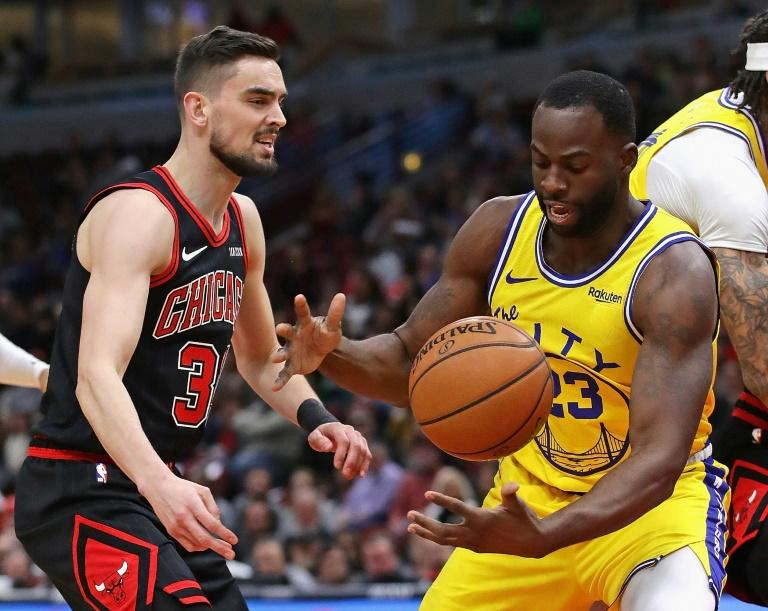 Golden State's Draymond Green knocks the ball away from Chicago's Tomas Satoransky in the Warriors' 100-98 NBA victory over the Bulls