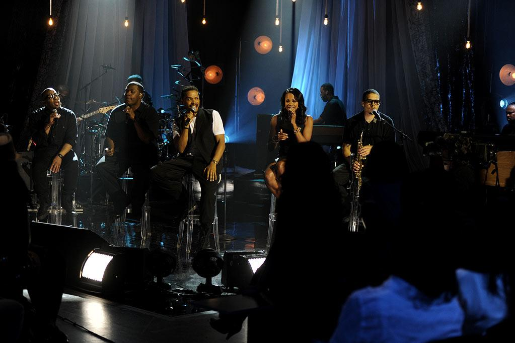 """Maxwell performs on """"VH1 Storytellers: Maxwell."""""""