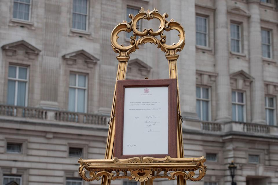 Royal births aretraditionally announced via a statement placed on an easel in the forecourt of Buckingham Palace for the public to see(