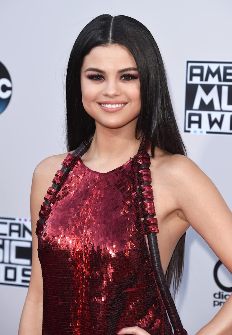 d36fc6c99d6 How to Pull Off Red Eyeshadow Like Selena Gomez (And Look Amazing)