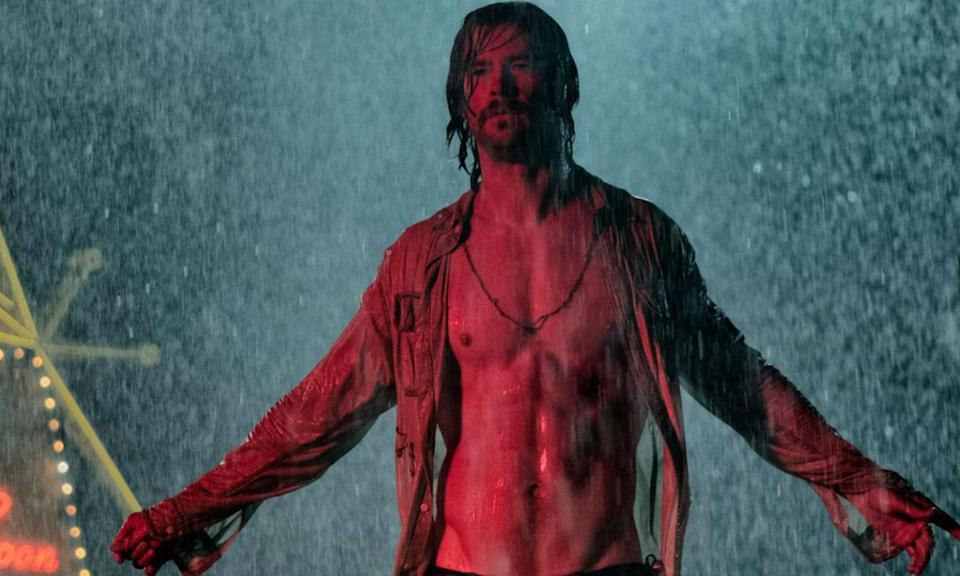 <p>Chris Hemsworth leads this ensemble cast of seven strangers with a secret, who meet at a rundown hotel in Lake Tahoe and during one night their lives are all turned upside down forever. </p>