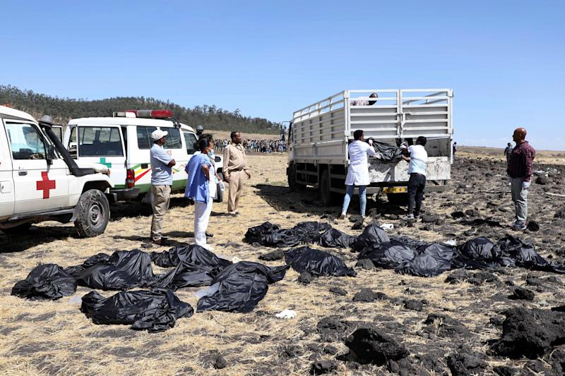 Rescuers remove body bags from the scene of an Ethiopian Airlines flight that crashed shortly after takeoff at Hejere near Bishoftu, or Debre Zeit, some 50 kilometers (31 miles) south of Addis Ababa, in Ethiopia, March 10, 2019. (Photo: AP)